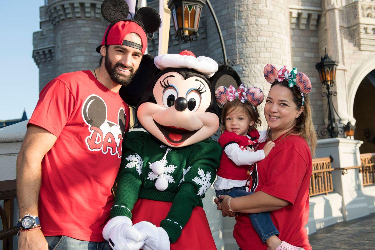 Mira cómo se lo pasan los famosos en Disneyland estas fiestas
