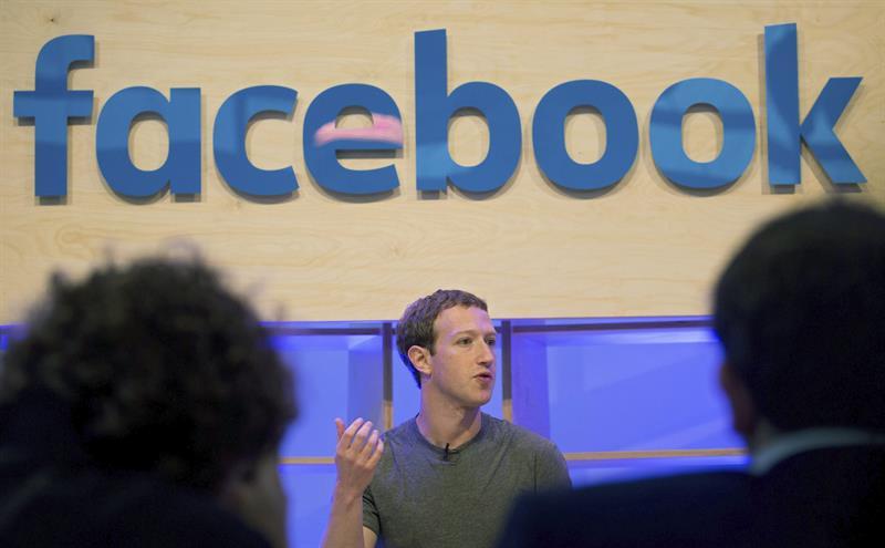 Facebook y otras redes sociales son acusadas de proporcionar medios a ISIS para hacer propaganda.