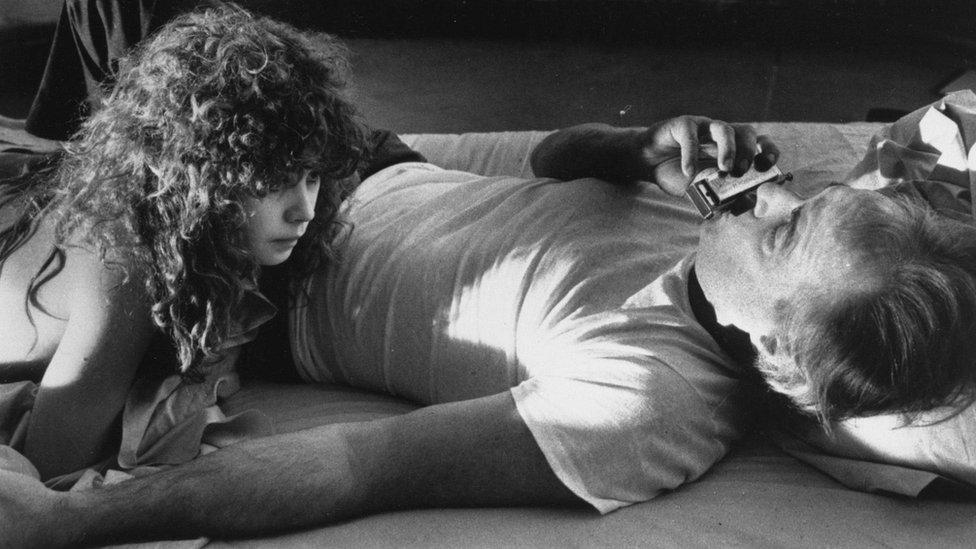 """El director de """"El último tango en París"""" recibió fuertes críticas en los últimos días por el tratamiento que le dio a la escena sexual del clásico filme."""