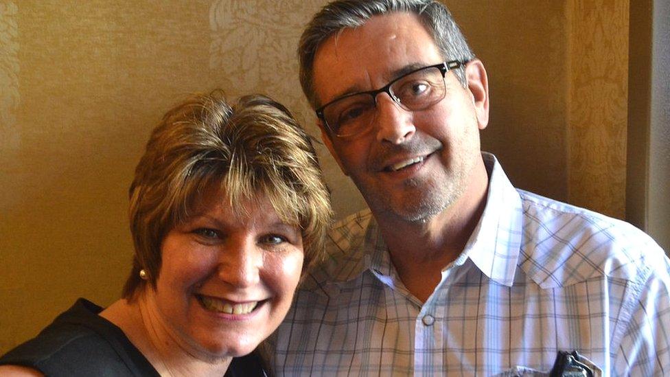 La californiana Kathy Murray dice que salvó su matrimonio renunciando a los intentos de controlar a su esposo.