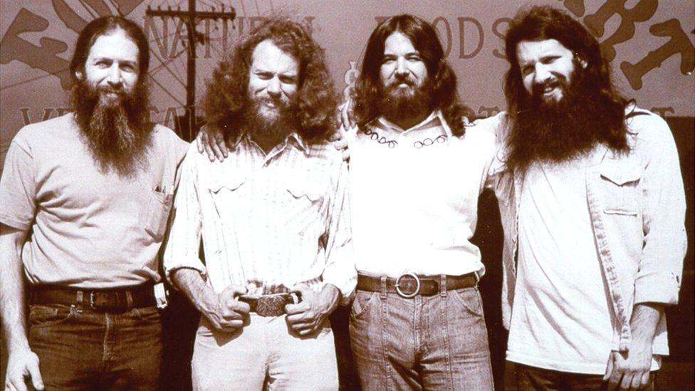 Bob Goldberg (izq.) y sus tres amigos fundadores de la tienda eran parte del movimiento contracultural de finales de los 60.