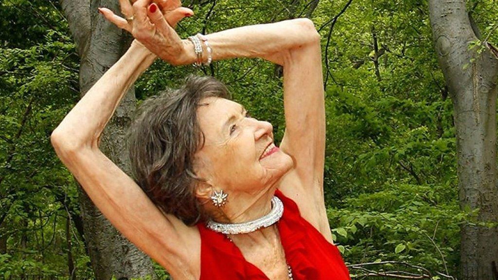 La relación de Porchon-Lynch con el yoga comenzó hace nueve décadas.