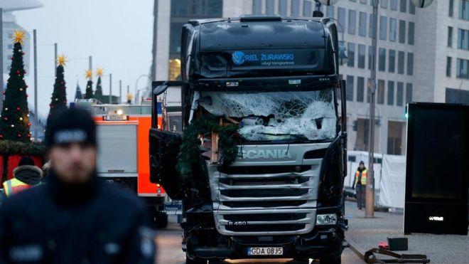 Todo indica que el conductor original del camión que embistió contra el mercado navideño de Berlín fue la primera víctima del ataque.