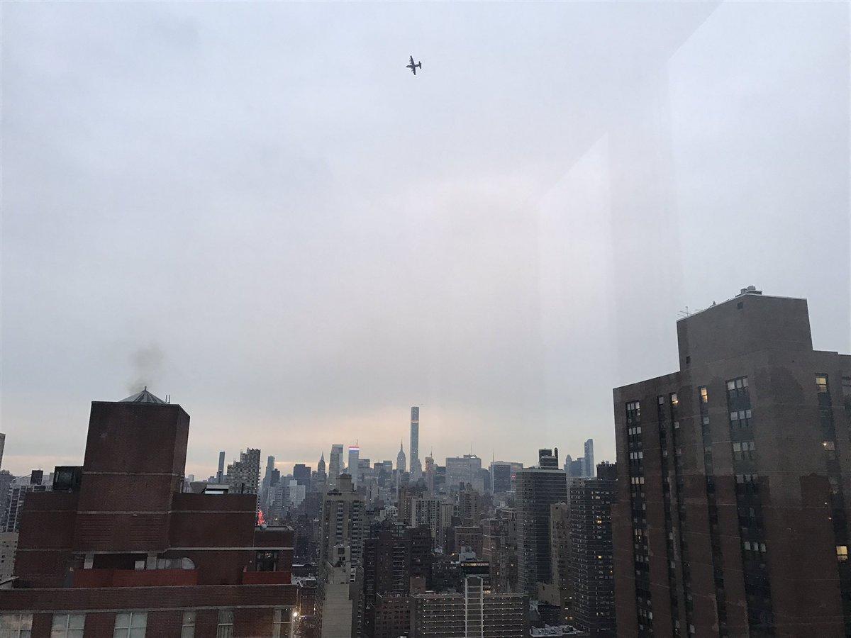 ¿Qué hace un avión militar sobrevolando Nueva York?
