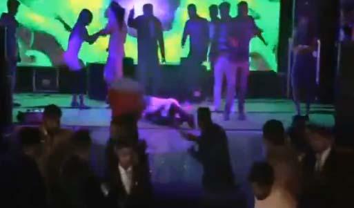 La víctima se desplomó al suelo.