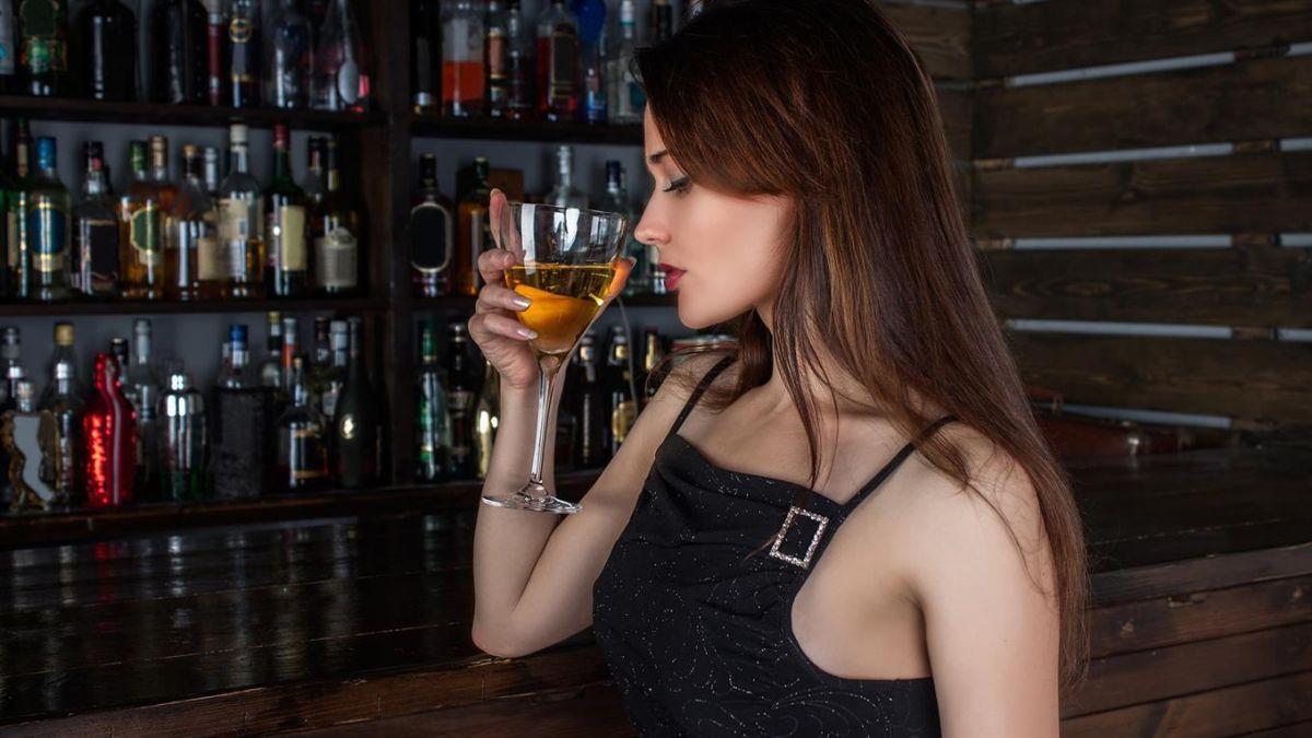 Las bebidas alcohólicas pueden sumar 100 calorías por día, alrededor de 10 libras por año.