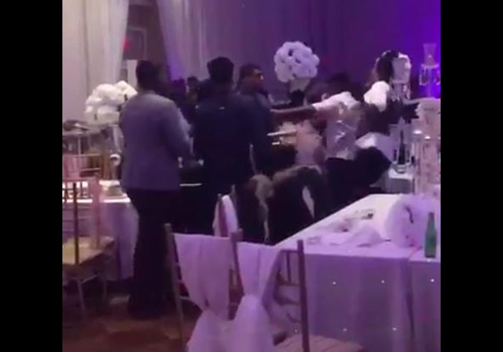Videos: La boda que terminó en una batalla campal entre los invitados