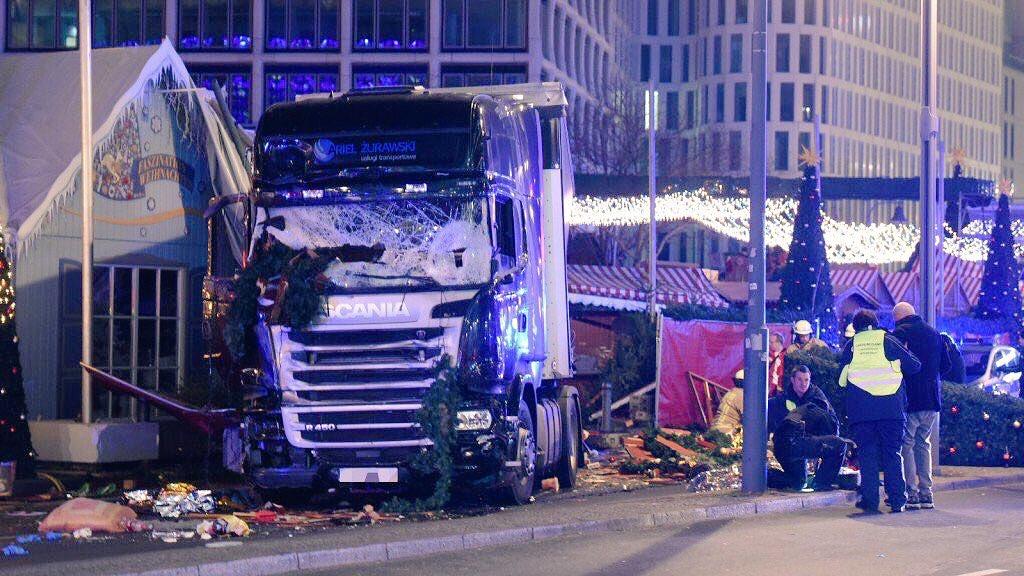 El percance dejó varios heridos, además de al menos nueve muertos.
