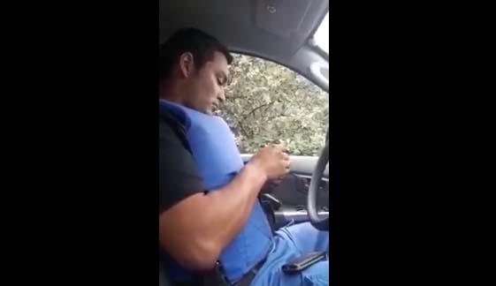 Este video le cambió la vida a dos oficiales de la Policía en Argentina.
