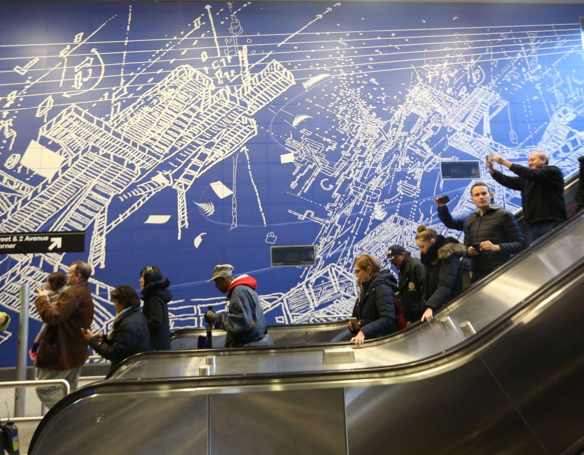 Por primera vez los neoyorquinos tuvieron ayer acceso a la estación de la calle 96, parte de la nueva línea del metro de la Segunda Avenida.