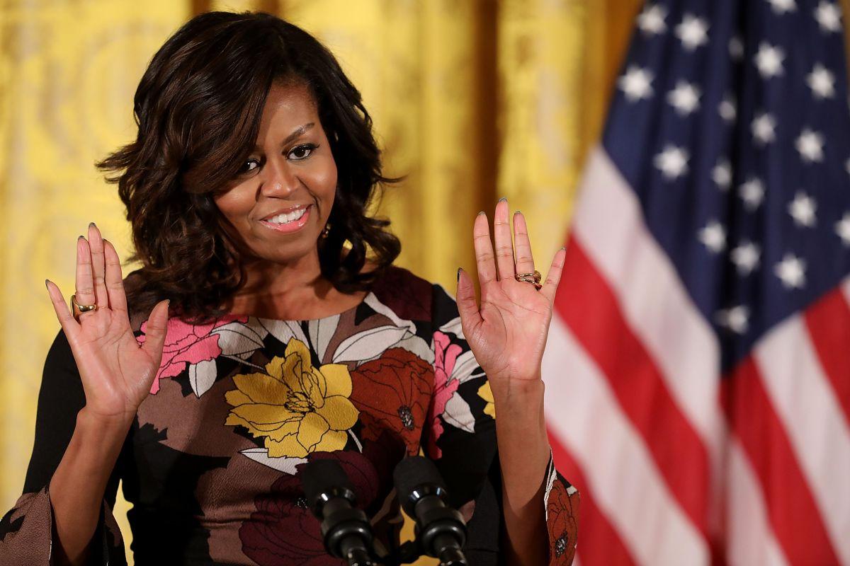 """La Primera Dama expresó que es necesario apoyar al """"comandante en jefe""""."""
