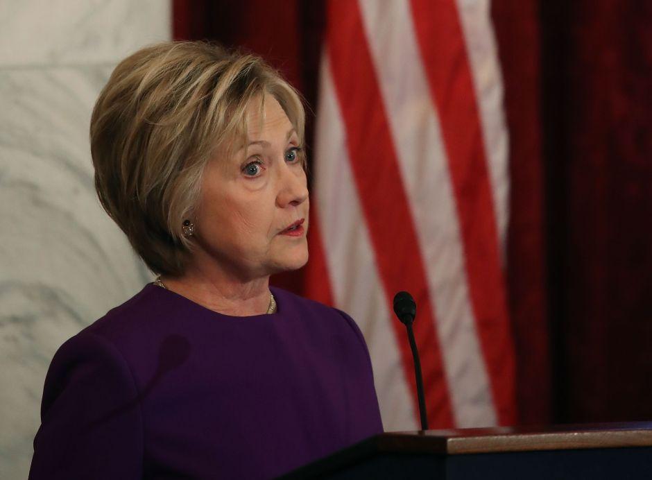 """FBI hizo """"sorprendente"""" hallazgo en los correos de Clinton"""