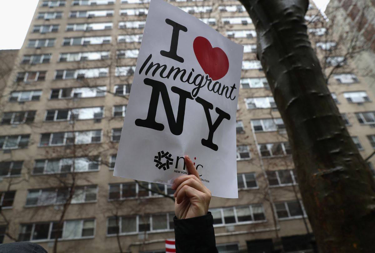 El logotipo ya clásico para promover a  Nueva York fue utilizado por marchistas.
