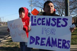 Legisladores y activistas piden aprobar licencias de conducir para inmigrantes en NY
