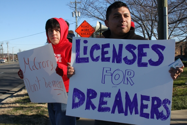 """""""Es urgente que todos los neoyorquinos tengan acceso a licencias de conducir"""", dijo Manuel Martínez, miembro de Make the Road New York (MRNY)"""
