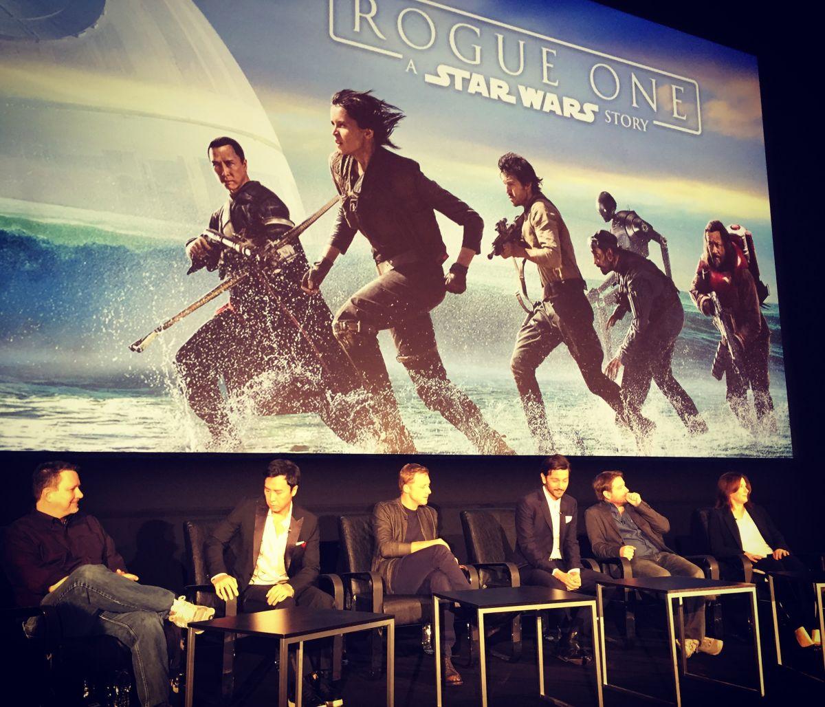 Diego Luna, cuarto por la izquierda, durante la rueda de prensa de Rogue One: A Star Wars Story.