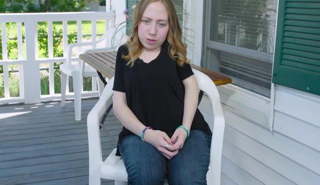 Video: El trastorno que hace que a esta mujer le crezca un segundo esqueleto