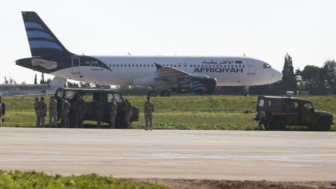 Este es el avión que aterrizó en Malta este viernes y que pertenece a la aerolínea Afriqiyah Airway.
