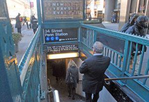 Embarazada se desmaya y cae a los rieles del Metro en Penn Station