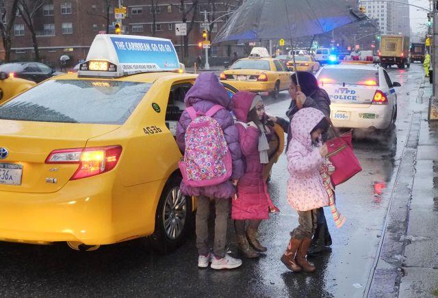 Descartan por cinco años venta de medallones para taxis