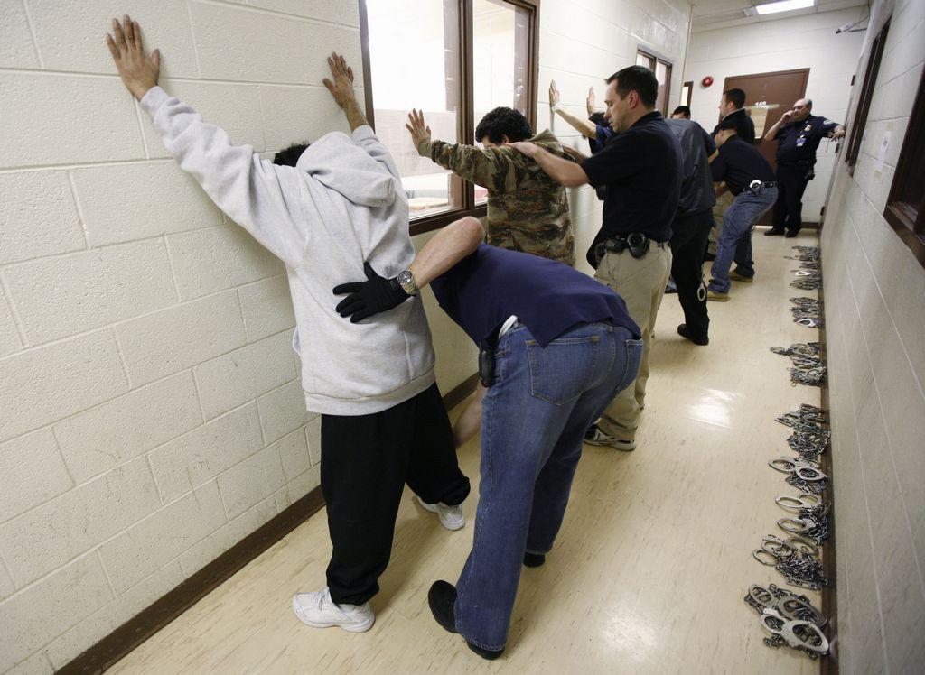 """Truenan contra ICE por mentir """"descaradamente"""" sobre redadas contra inmigrantes"""