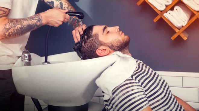Se recomienda utilizar una almohadón mullido para que el cuello no se extienda demasiado.