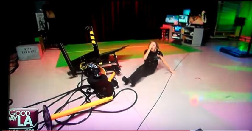 """Lisa recibió una """"scooter"""" eléctrica que llega a las 25 millas por hora."""