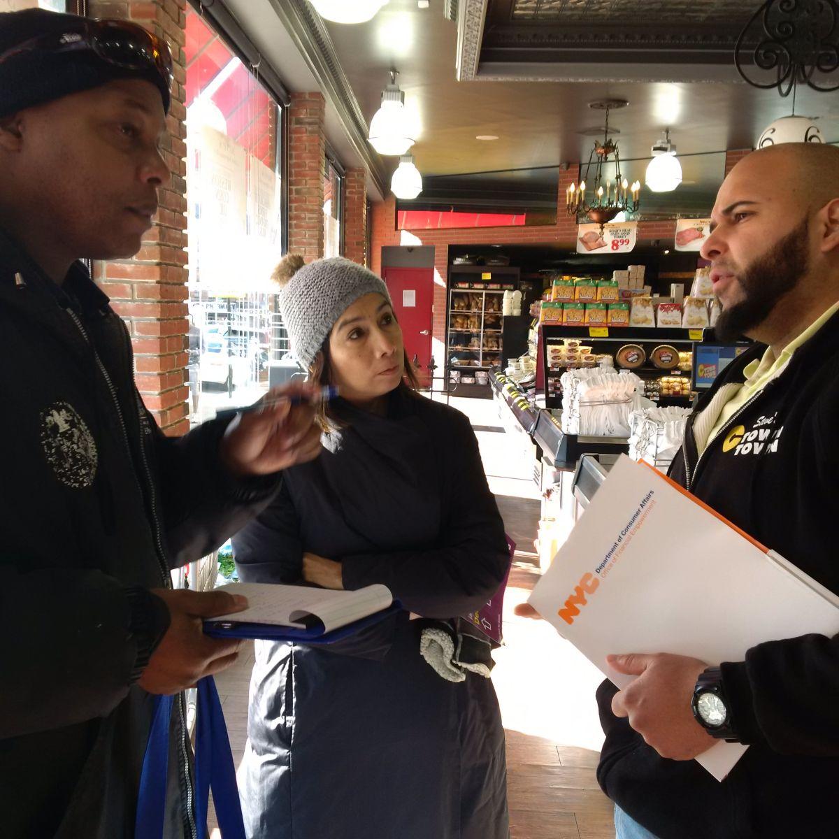 Lorelei Salas, comisionada del Departamento de Asuntos del Consumidor, informó el jueves de los nuevos salarios a empresarios en NYC./Cortesía