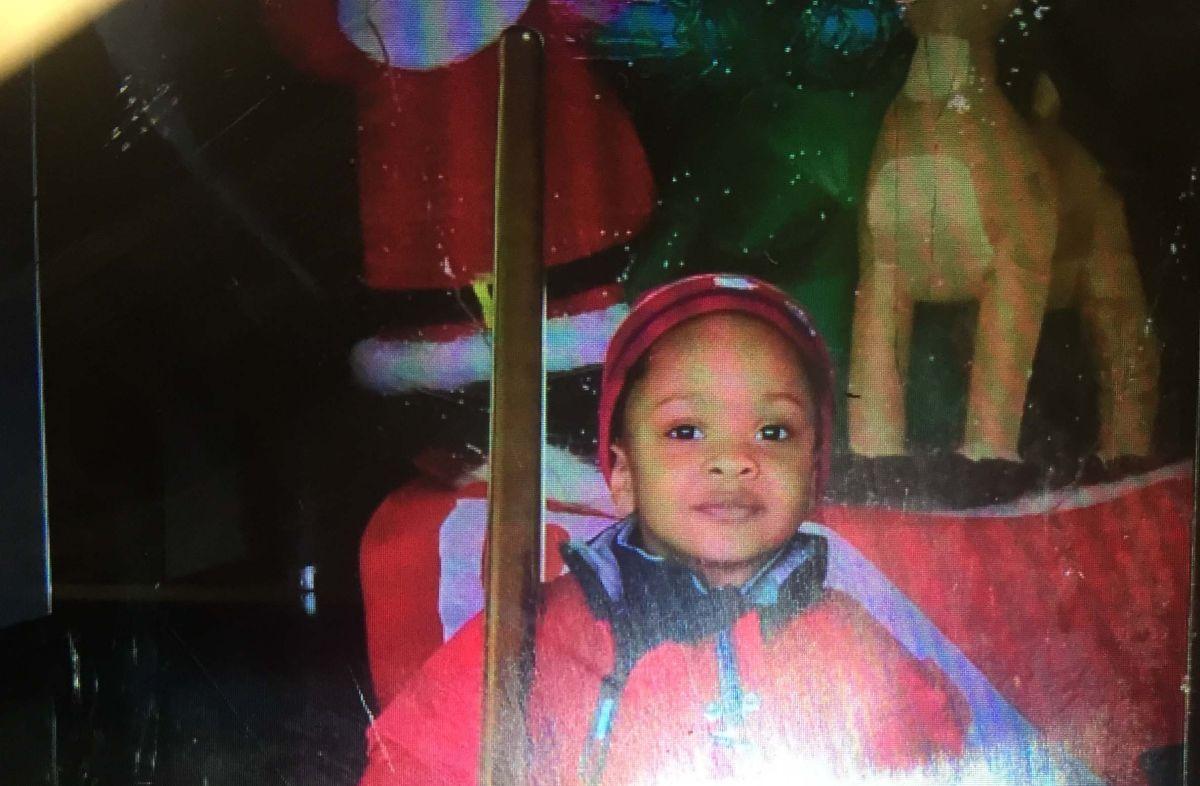 El NYPD busca a mujer por llevarse a sus hijos de hospital en Queens