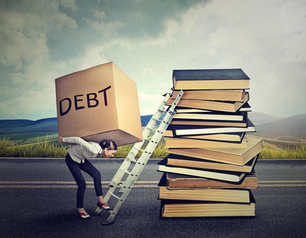 El programa que trata de conseguir empleo a universitarios, no deudas