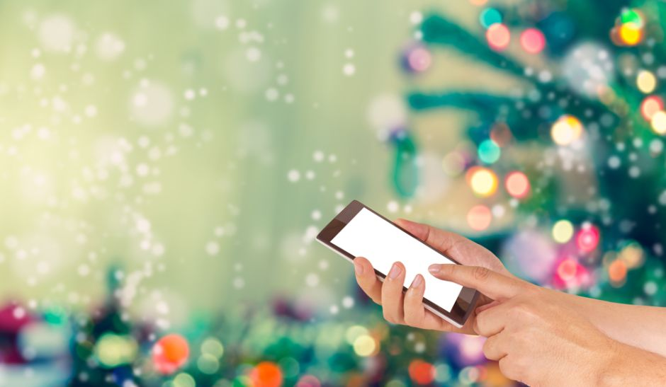Envió una felicitación de Navidad al número equivocado y la respuesta que obtuvo la hizo llorar