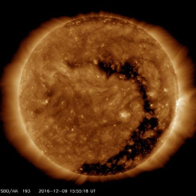 """El tamaño del hueco coronal es """"sustancial"""", dice la NASA."""