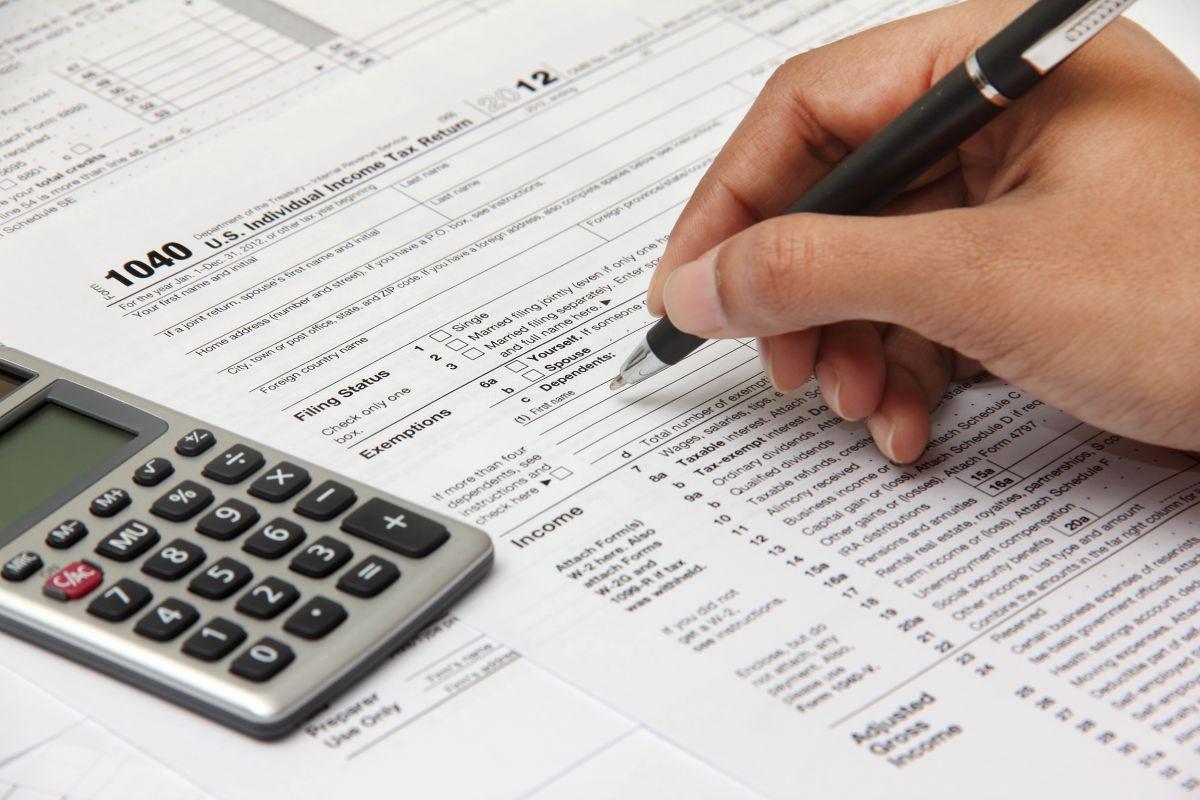 """IRS anuncia envío de """"pagos adicionales"""" por tercer cheque de estímulo de $1,400; ¿cómo saber si te llegará más dinero?"""