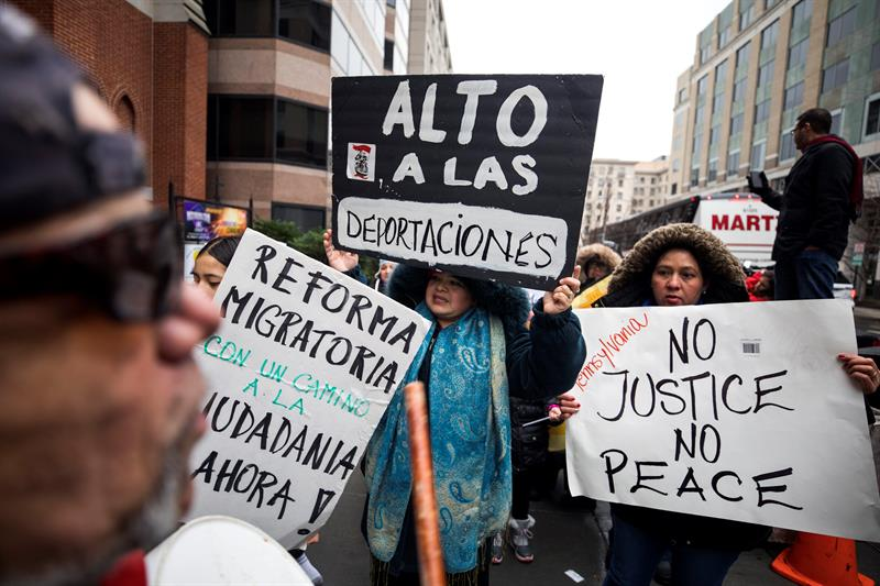 Miles marchan en Washington contra política migratoria de Trump