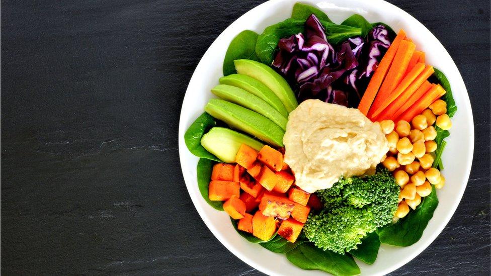 He aquí la dieta más saludable para deshacerte de las libras de más que te dejó el fin de año