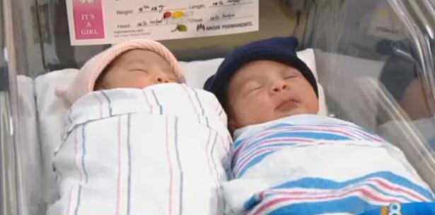 Las gemelas que nacieron en años distintos