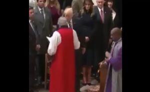 "Video: Sacerdote afroamericano ""le niega"" saludo a Trump"