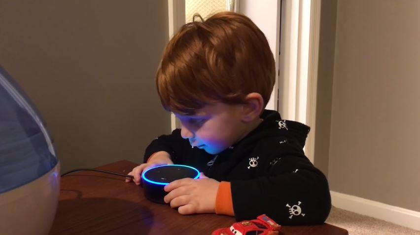 Video: Asistente virtual ofrece porno a un niño que pide una canción infantil