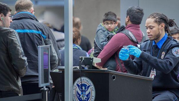 EEUU reactiva miles de visados revocados por el veto migratorio de Trump