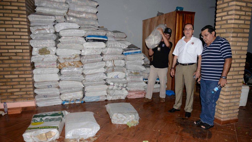 Son todo un misterio las 25 toneladas de billetes venezolanos incautados por la policía