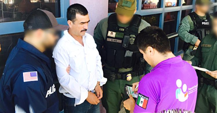Camacho-Velázquez (47) tiene una orden de arresto en su contra emitida el 4 de noviembre de 2015.