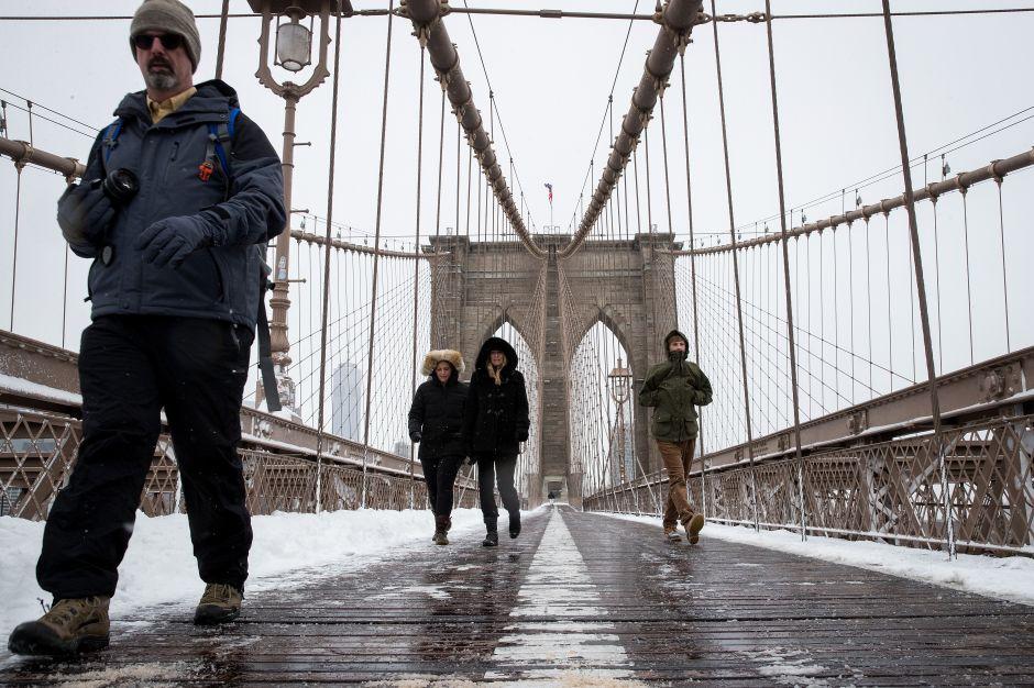Emiten advertencia sobre fuertes vientos e inclemencia invernal en el área de NYC