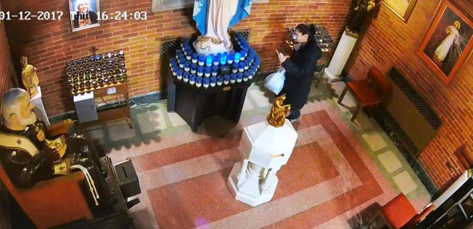 Video: Pillada en altar de iglesia mientras se roba las ofrendas