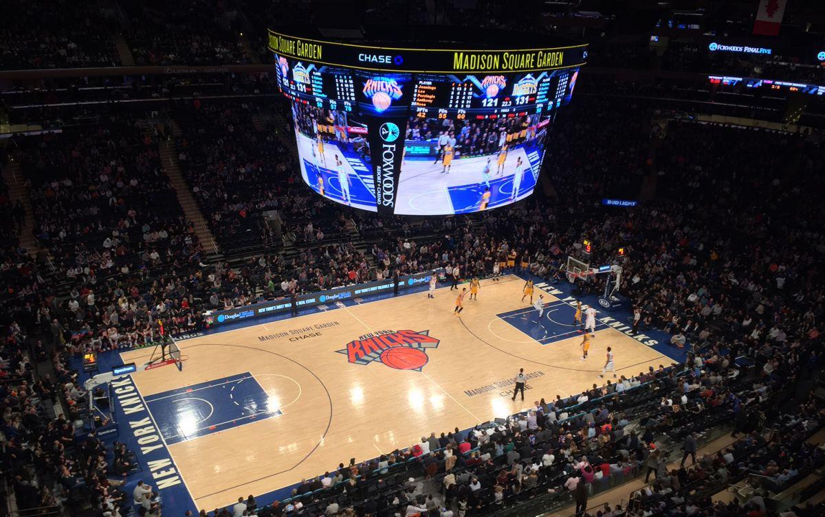 El Garden corea al proscrito Oakley mientras los Knicks vuelven a perder