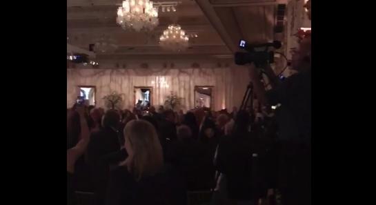 Video: El desplante de Trump a la prensa en su lujoso club privado de Florida