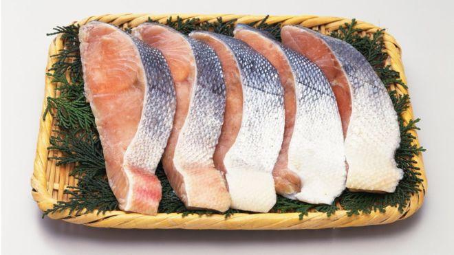 La epidemia de piojos de mar que hace que el salmón esté carísimo