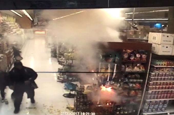 Video: Menor provoca cuatro fuegos en tienda de comestibles en Brooklyn