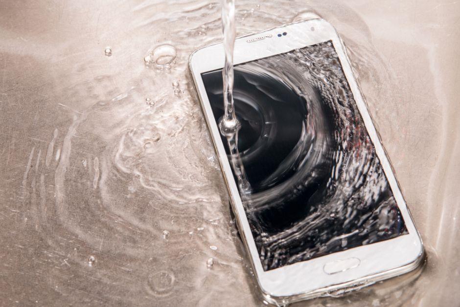 El smartphone que se lava con agua y jabón