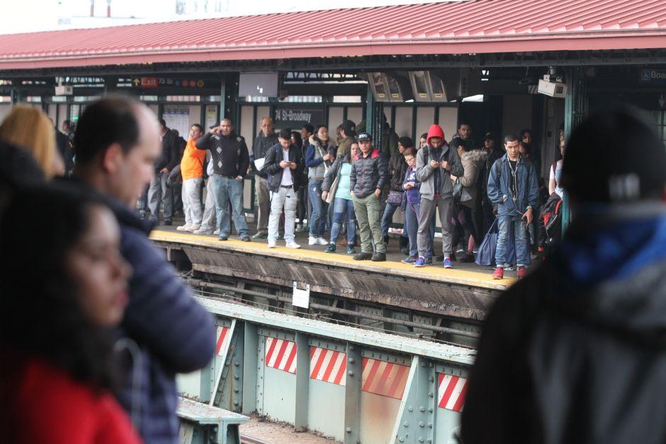 Video: Hombre se lanza frente al tren 7 en Queens