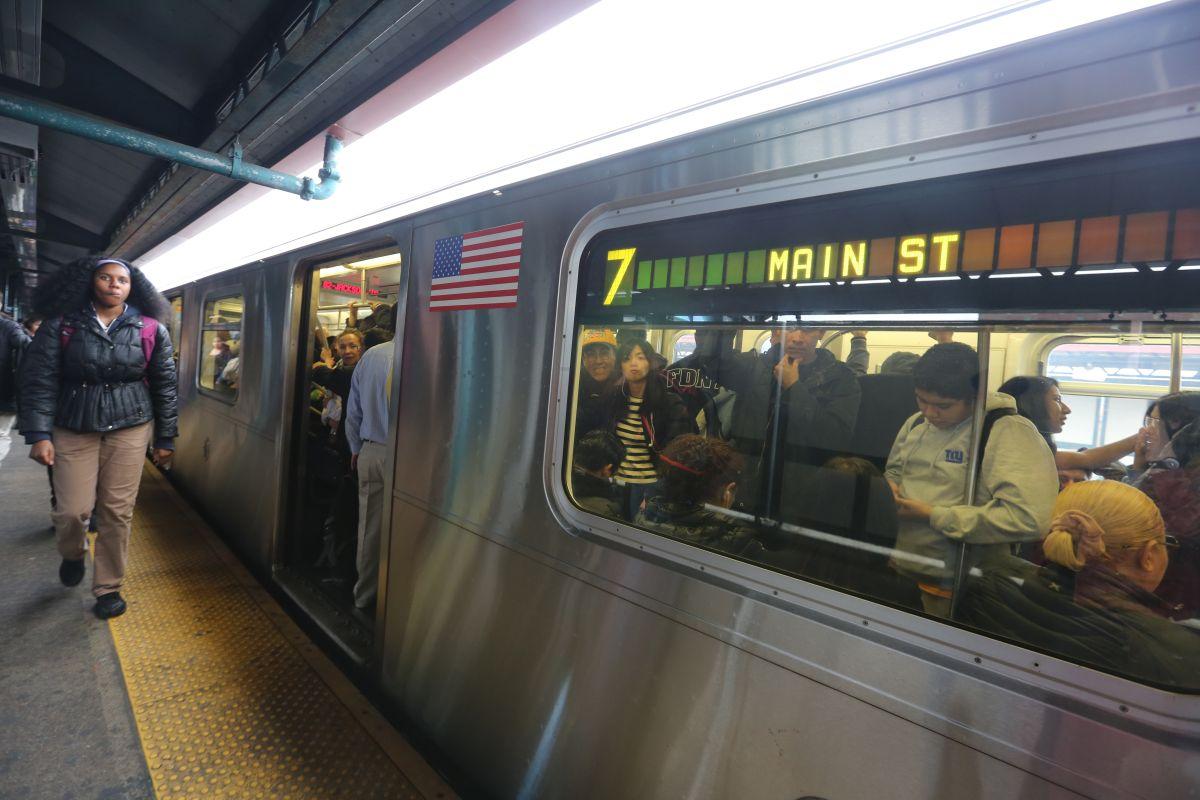 El tren 7 estrena sus nuevas señales con… más retrasos